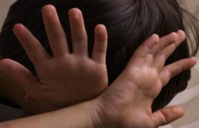 العنف الأسري : تصوير الأشخاص دون رغبتهم أحد أنواع التنمر الإلكتروني