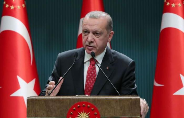 """أردوغان على متن أول حافلة تركية """"ذاتية القيادة""""... فيديو"""