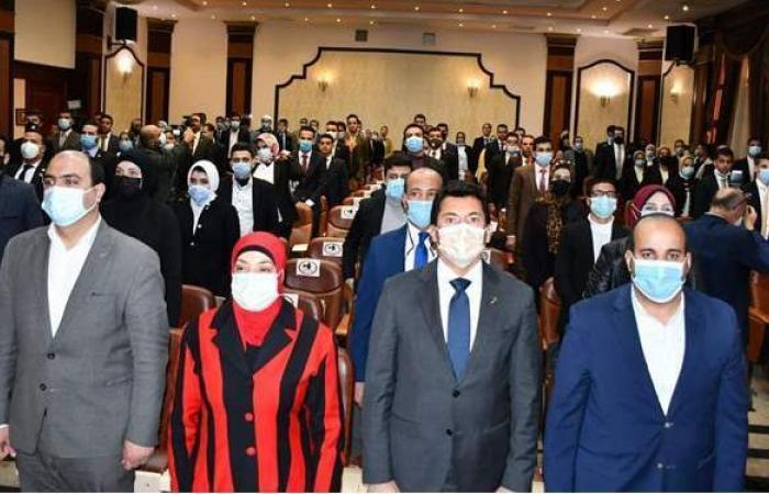 وزير الرياضة يكرم الفائزين في انتخابات برلمان شباب مصر