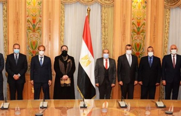 عاجل.. الصناعة تشهد توقيع اتفاق لتصنيع الأوتوبيسات الكهربائية في مصر