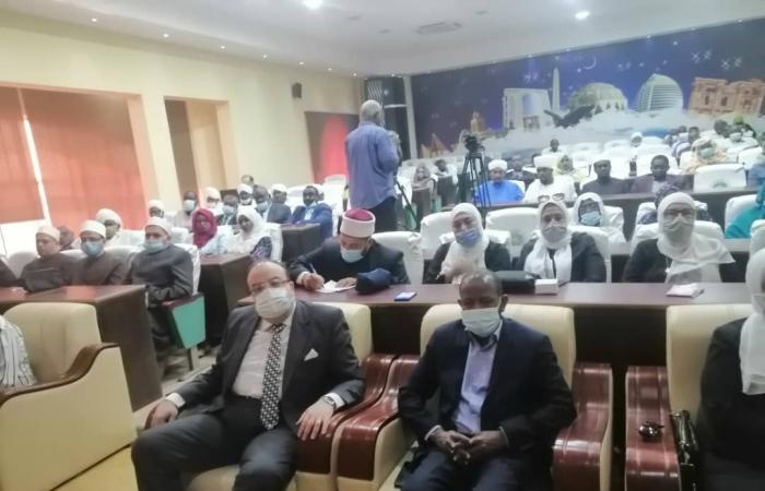 وزير الأوقاف السودانى يلتقى أئمة وواعظات مصر ويطالبهم بنشر قيمة السلام الاجتماعى