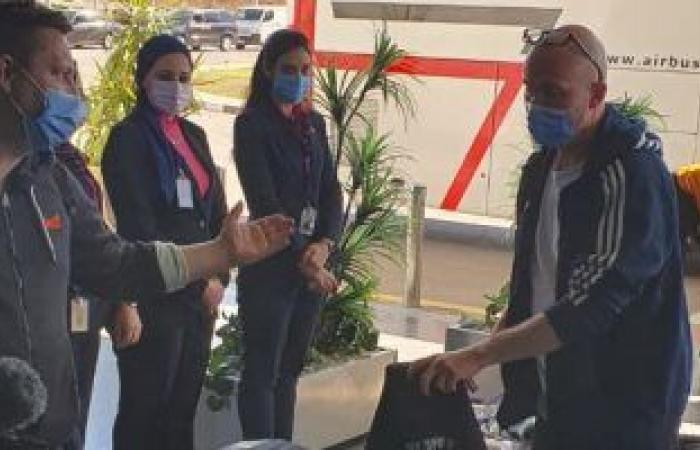 منتخب الدنمارك الفائز ببطولة كأس العالم لكرة اليد يغادر القاهرة .. صور