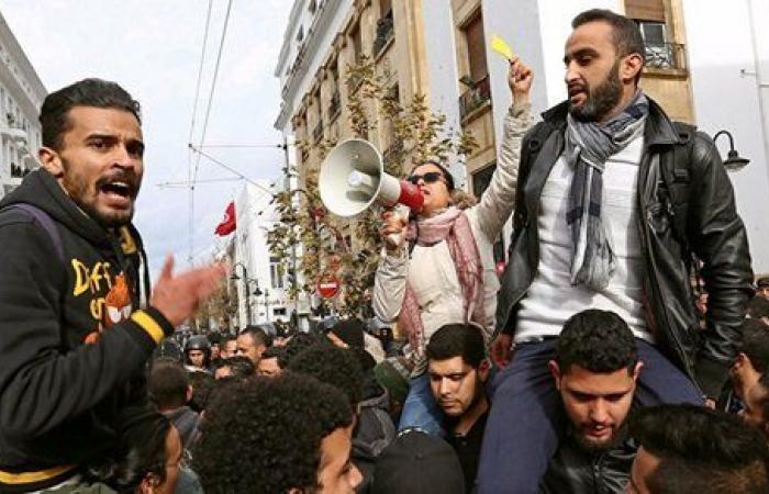عاطلون يهددون بانتحار جماعي في تونس