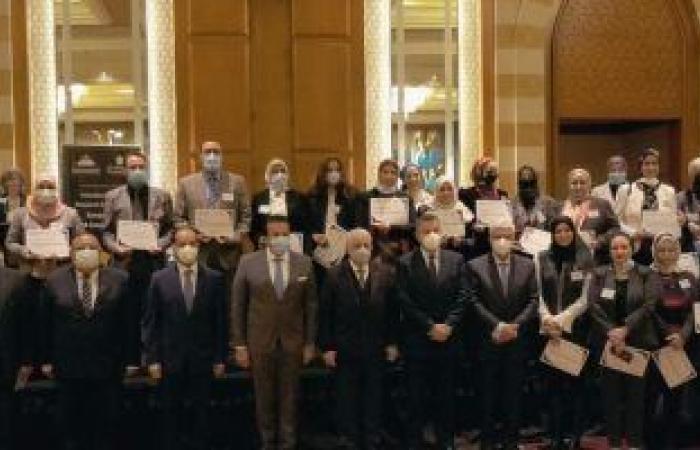 13 باحثا يتسلمون شهادات التخرج من البرنامج الريادي في جامعة حلوان