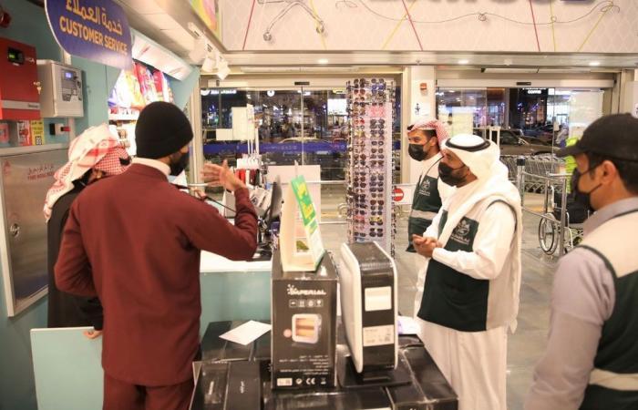 مراقبو 11 بلدية فرعية بالطائف ينفذون حملة لإلزام المحلات بالإجراءات الوقائية