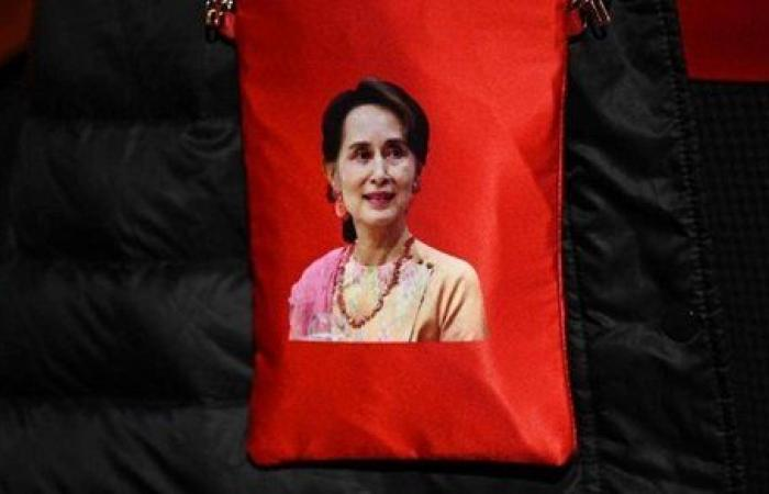 زعيمة ميانمار تدعو شعبها إلى عدم القبول بالانقلاب العسكري