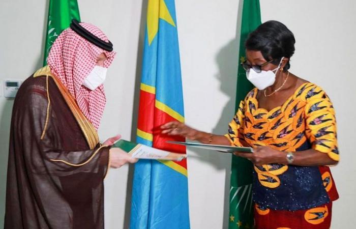 بالصور.. السعودية والكونغو توقعان اتفاقية تعاون اقتصادي وتجاري