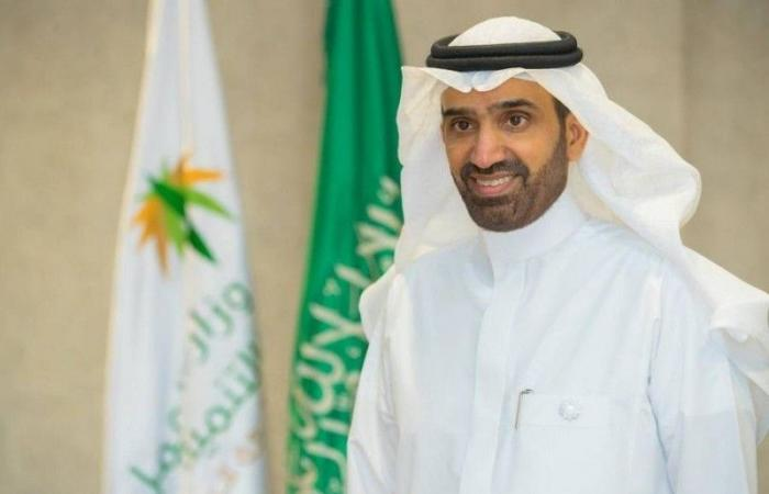 «الموارد البشرية»: قصر مهن خدمة العملاء للعاملين «عن بعد» على السعوديين