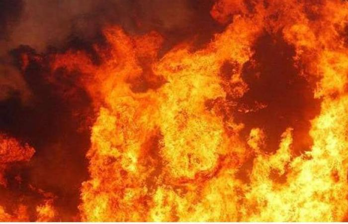 10 سيارات إطفاء للسيطرة على حريق مصنع بأكتوبر