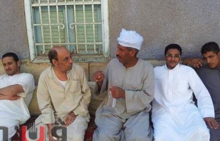 المخرج محمد عبد النبي بالجلباب في آخر زيارة لقريته | صور
