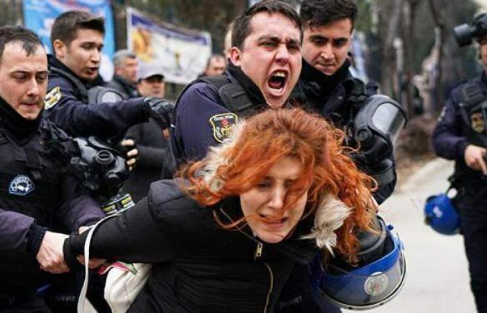 اعتقال 159 تركيًّا نددوا بتعيين أردوغان رئيسًا لإحدى الجامعات | فيديو