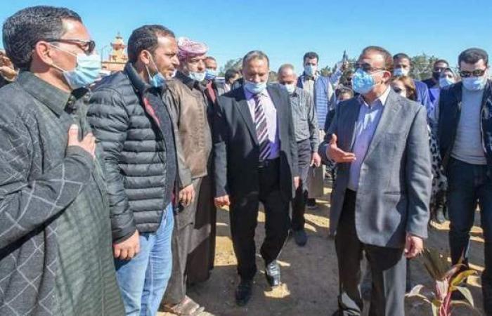 محافظ الإسكندرية يتفقد معدات تطوير القرى