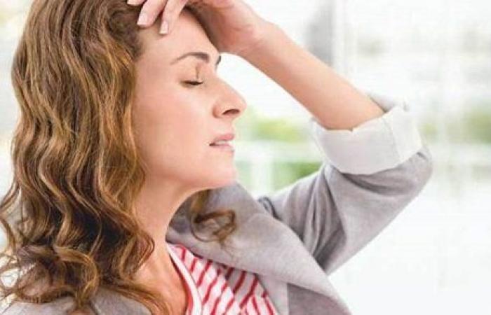 ما هي مدة نوبات الصداع النصفي ومراحله وأعراضه