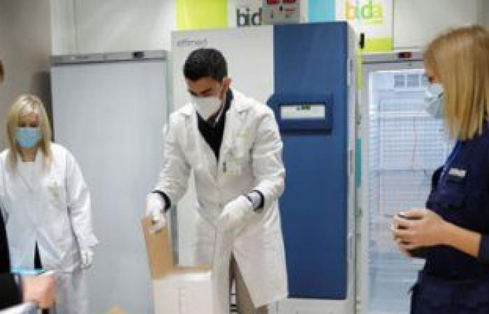 الصحة تؤكد الانتهاء تقريبا من تطعيم أطباء العزل ونسبة الإشغال بالمستشفيات 30%