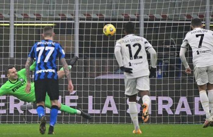 يوفنتوس يضع قدما في نهائي كأس إيطاليا بفوزه على إنتر 2 - 1