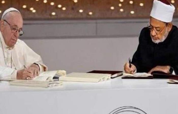 بابا الفاتيكان: الإمام الطيب أخي وصديقي وشريكي في التحديات والمخاطر