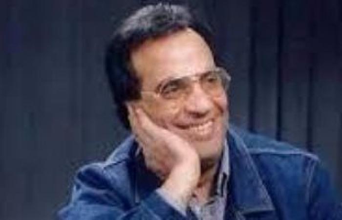 وزيرة الثقافة تهدى درع التكريم للموسيقار فاروق الشرنوبى