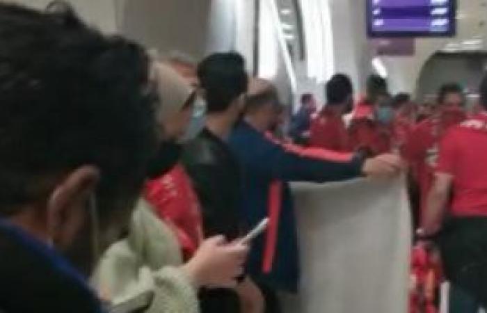 هتافات جماهير الأهلي ترج ملعب المدينة التعليمية بقطر قبل مباراة الدحيل.. فيديو