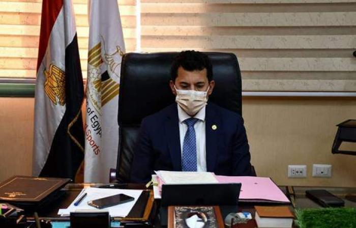 وزير الرياضة يتدخل لعلاج نجم كرة اليد السابق