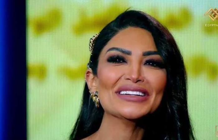 دموع الفرح.. سالي عبد السلام تبكي على الهواء بعد فشل زواجها | فيديو