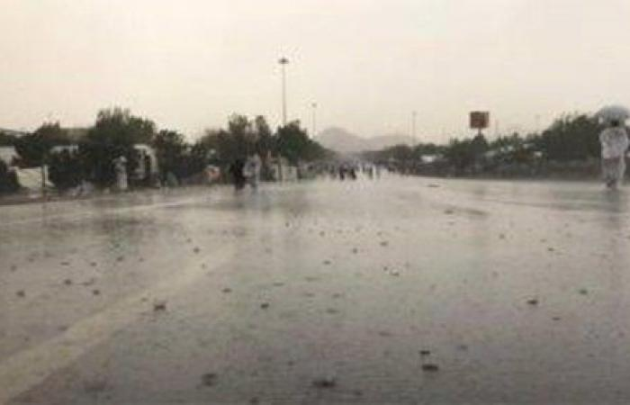 بسبب السيول.. تحويل حركة السيارات على طريق شرم الشيخ - القاهرة