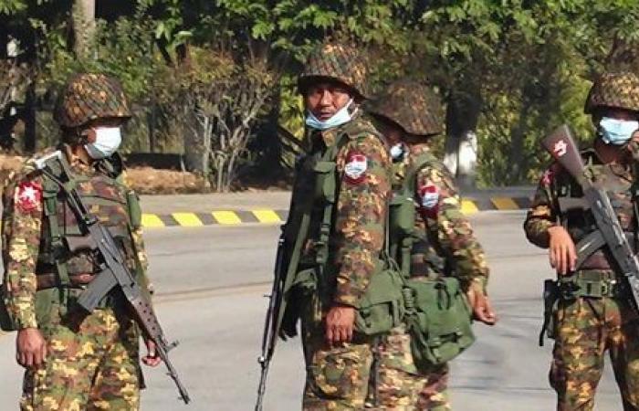 بعد الانقلاب.. السلطات العسكرية في ميانمار تغلق موقع فيسبوك