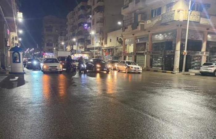 الأمطار تضرب شوارع بورسعيد وانخفاض حاد بدرجات الحرارة   فيديو وصور