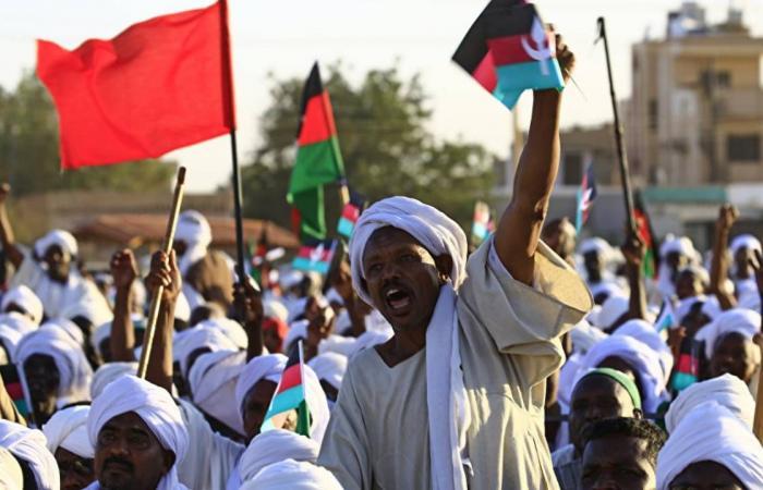 السودان.. تجدد الاشتباكات بين الشرطة ومحتجين وهتافات تطالب بسقوط والي القضارف