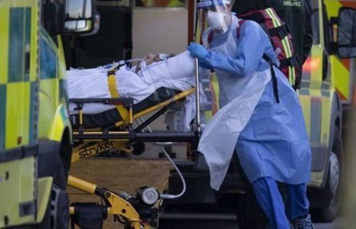بريطانيا تسجل 915 حالة وفاة جديدة بكورونا