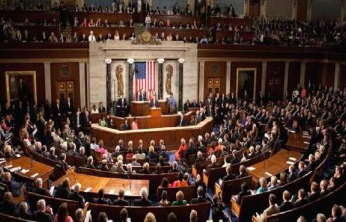 الكونجرس الأمريكى يوصي بايدن بمراجعة الانسحاب من أفغانستان