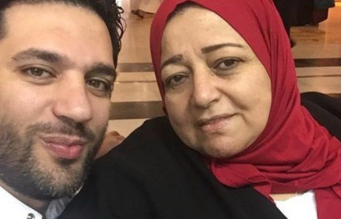 حسن الرداد ينشر صورة جديدة مع والدته