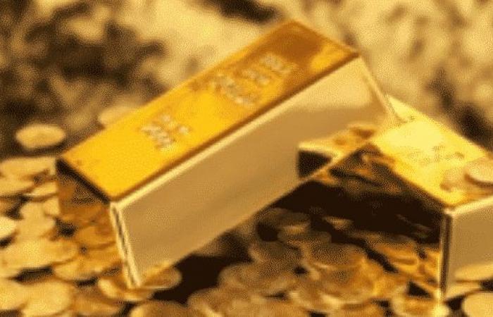 ارتفاع طفيف بأسعار الذهب مع استقرار الدولار