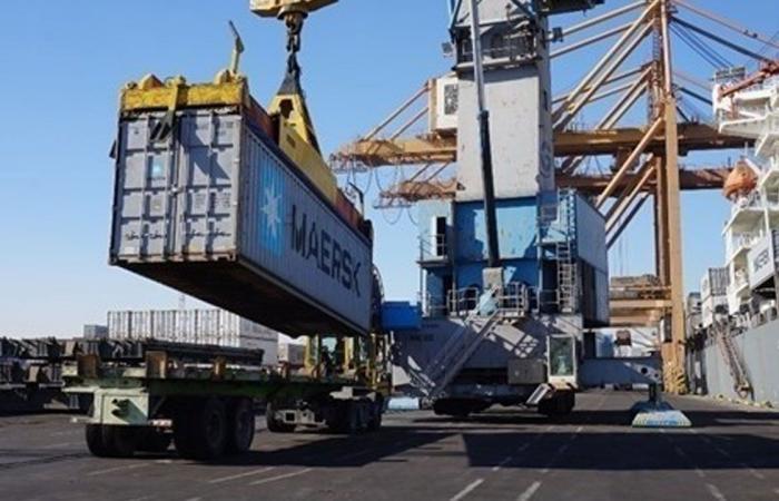 العراق يخلي 39 حاوية مواد «شديدة الخطورة» في ميناء أم قصر