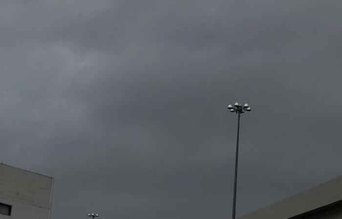 تحذير من حالة الطقس في مكة وانعدام الرؤية حتى الـ10 مساءً