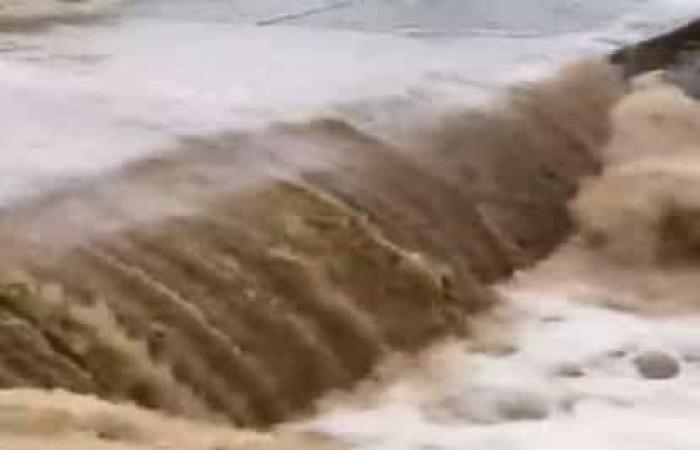 فيديو.. تدفق الشلالات وحالة عطاء تتواصل في جازان