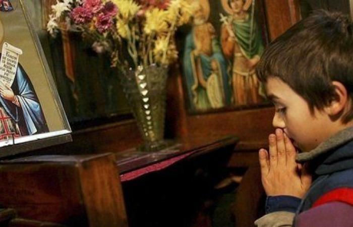 انقسام داخل الكنيسة بعد وفاة رضيع أثناء تعميده في رومانيا