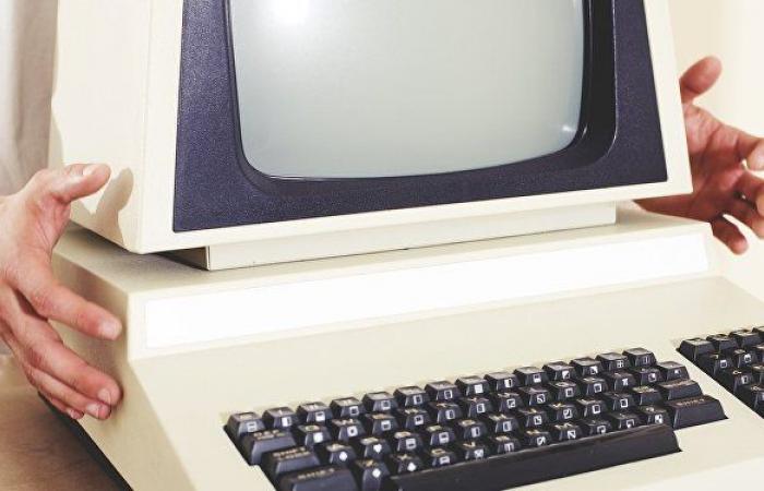 بسعر خيالي.. عرض كمبيوتر أبل عمره 45 عاما للبيع