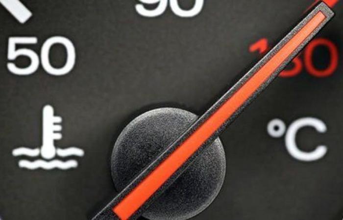 الخبراء يوضحون سبب ارتفاع حرارة المحرك وأضراره على السيارة