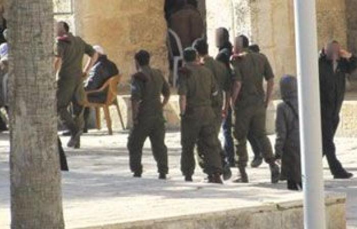 مستوطنون يقتحمون باحات المسجد الأقصى وسط حماية شرطة الاحتلال الإسرائيلى