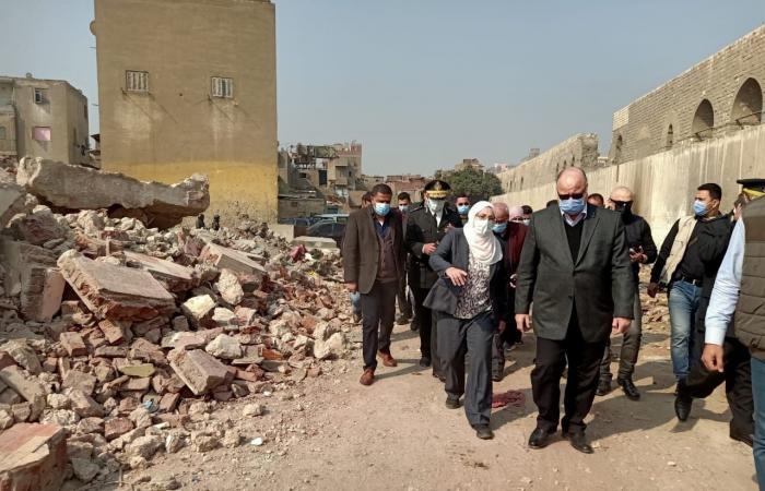 محافظ القاهرة يتفقد إزالة عشوائيات سور مجرى العيون ونقل 618 أسرة للأسمرات..صور