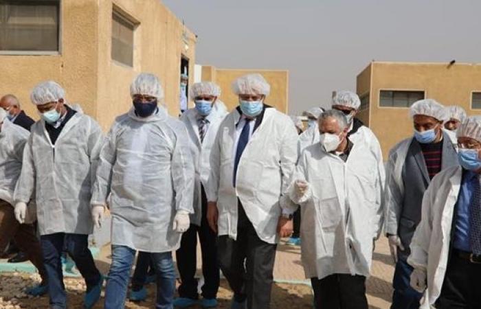 وزير الزراعة ومحافظ الفيوم يتفقدان المشروع القومى لانتاج البيض الخالي من المسببات المرضية