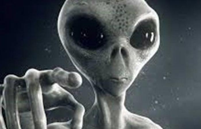 """عالم فلك يثير الجدل بحديثه عن الكائنات الفضائية """"فيديو"""""""