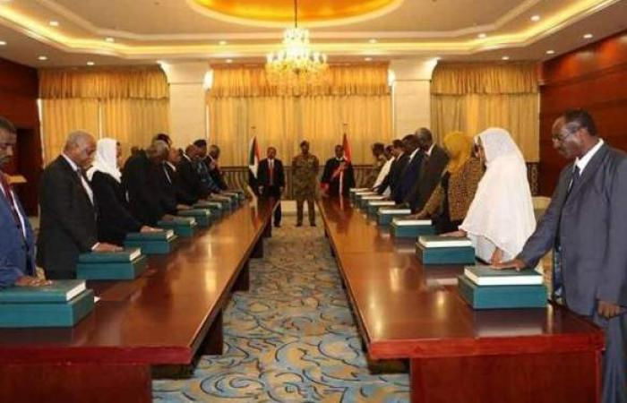 عاجل.. حل الحكومة الانتقالية في السودان