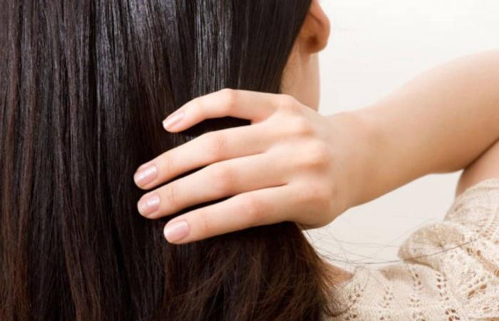 يحارب التقصّف ويقضي على التجعّد.. ماذا تعرفين عن فوائد حليب الشعر؟