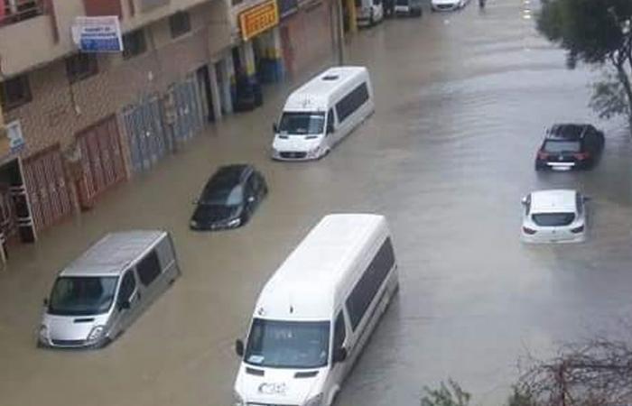 مصرع 24 شخصًا في معمل نسيج غمرته مياه الأمطار بالمغرب