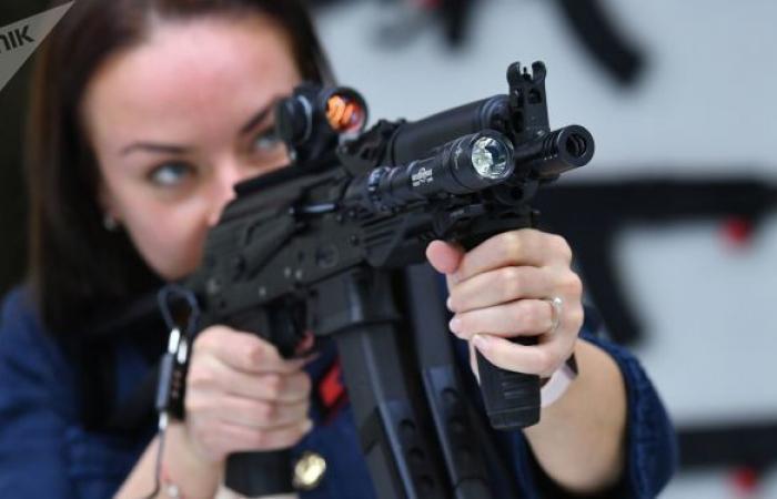 """""""كاربين""""... كلاشينكوف تطلق سلاحا صغيرا أملس.. فيديو"""