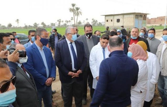 وزير الزراعة يوضح للفلاحين أهمية الاعتماد على نظم الري الحديث