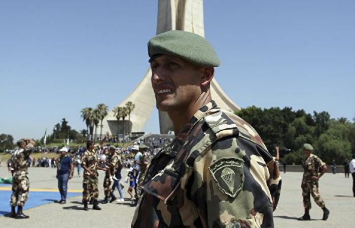 """قائد عسكري جزائري يوجه رسالة حادة إلى فرنسا ويطالبها """"بتحمل المسؤولية"""""""