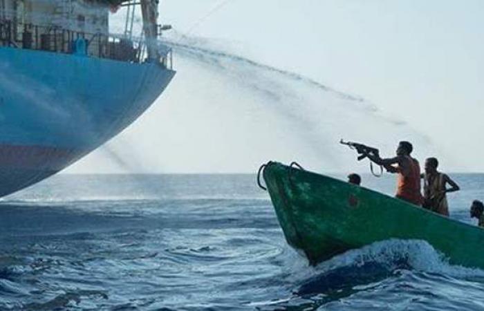 تملكها شركة يونانية.. قراصنة يهاجمون ناقلة نفط في خليج غينيا