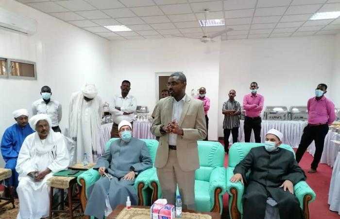 وزير الشئون الدينية والأوقاف السودانى يشيد بقافلة الأوقاف المصرية.. صور